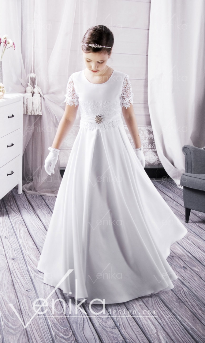 Very delicate communion dress with gipiurą