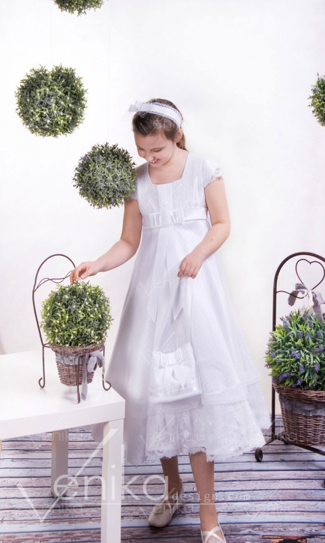 Short Communion dress with lace
