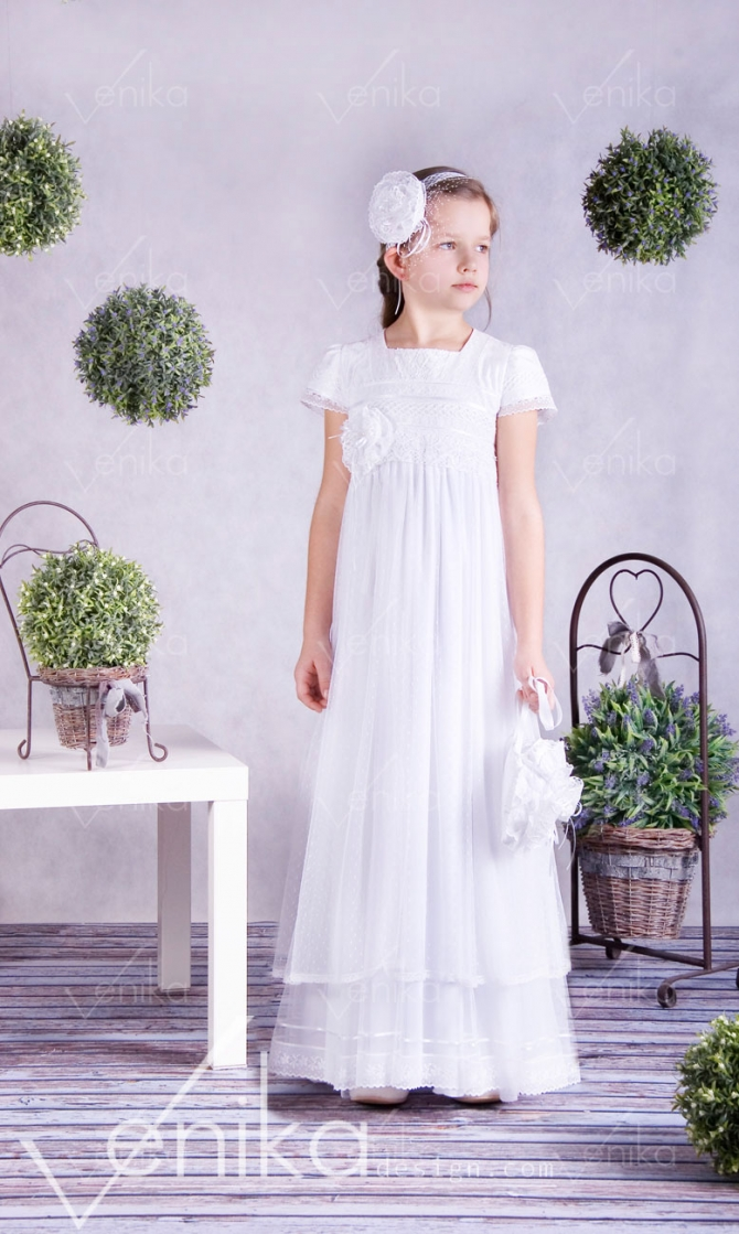 Very delicate communion dress with tulle dots