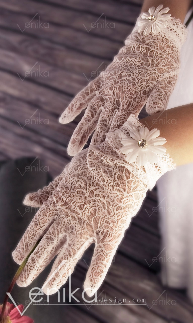 Lace communion gloves with flowers