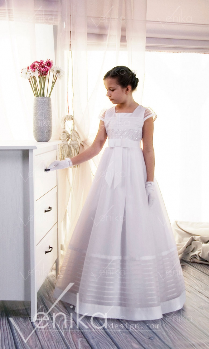 Communion dress with sequin sequins