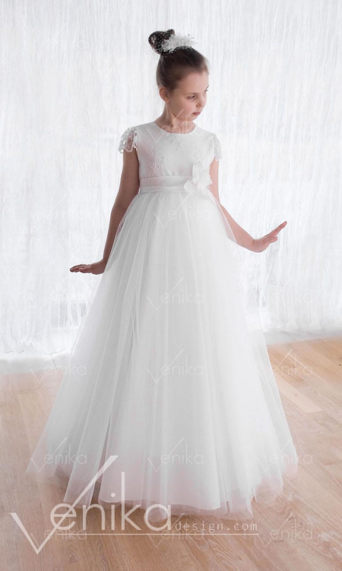 Communion dress with tulle and lace