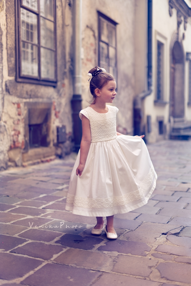 Communion dress in vintage style